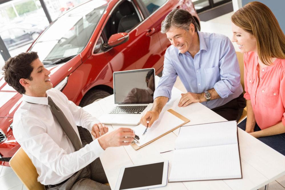 Выгодно ли брать автокредит